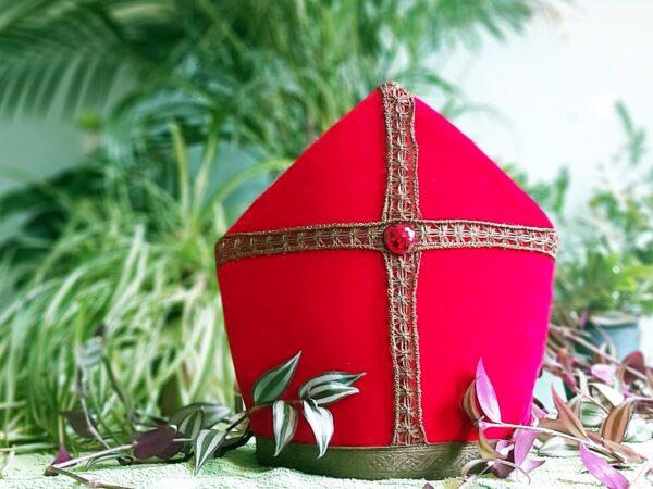 Duurzame Sinterklaas mijter in het groen